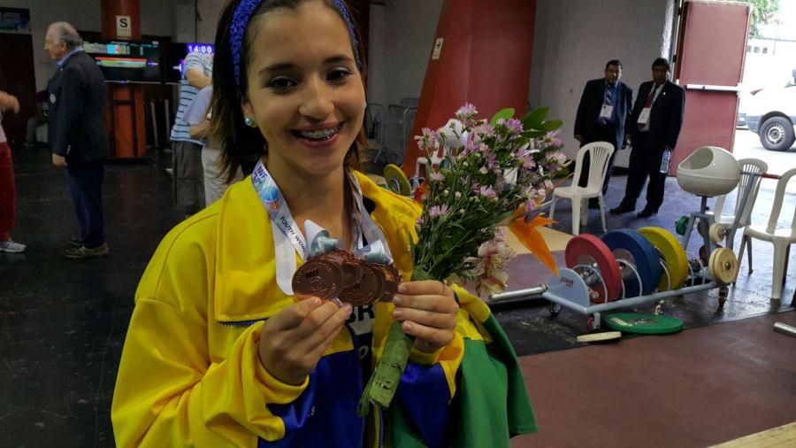 Emily Ferreira também ganhou o Troféu de Melhor Atleta do Mundial Sub 17