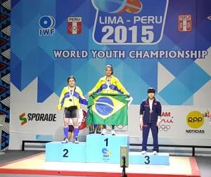 Luana e Aline, no pódio da categoria  48 kg do Mundial Juvenil