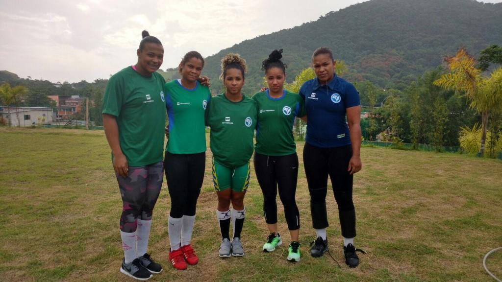 Equipe feminina: Monique Araújo, Rosane Santos, Letícia Laurindo, Bruna Piloto e Jaqueline Ferreira (esq. p/ dir.) 