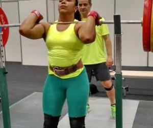 A atleta Jaqueline Ferreira e o técnico Dragos Stanica, durante treino no Riocentro Pavilhão 5